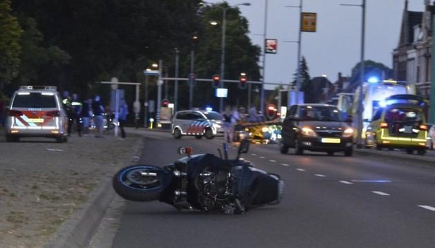 Motorrijder raakt zwaargewond bij ongeluk in Venlo, politie zoekt getuigen