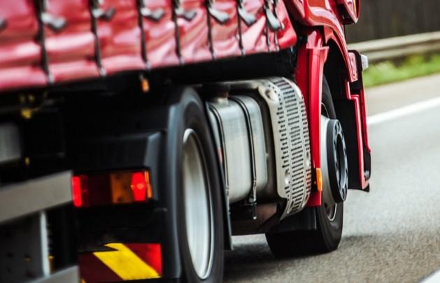 Vluchtelingen verstoppen zich in laadruim vrachtwagen