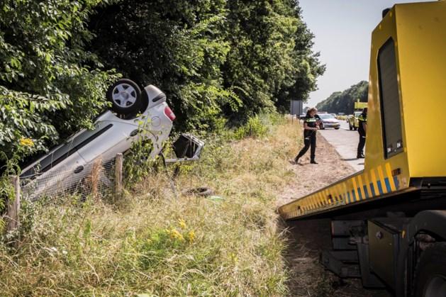 Ongeluk A79 bij Meerssen: auto slaat over de kop