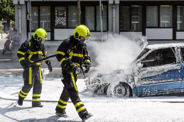 Auto in brand op Roermondse singel