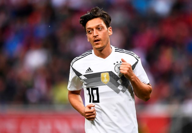 Mesut Özil stopt per direct als Duits international