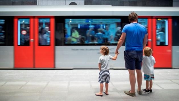 Nederland schampert over Amsterdams metrofeestje: 'André Rieu speelt een ode'