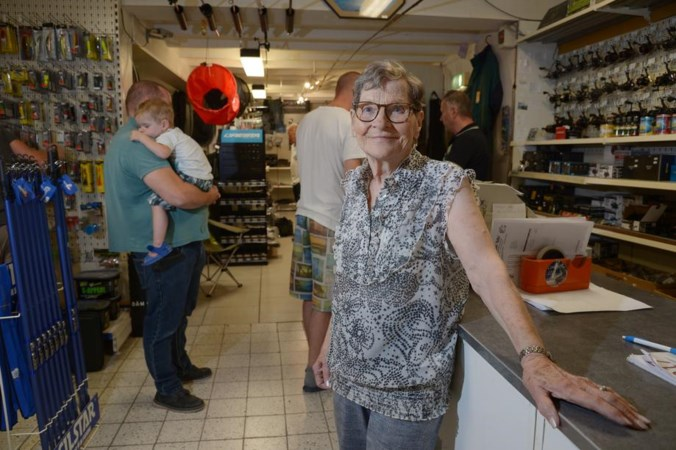 Gretha (91) al vijftig jaar in de verkoop