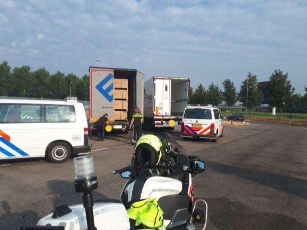 Acht Albanezen aangetroffen in vrachtwagen van Limburgs bedrijf