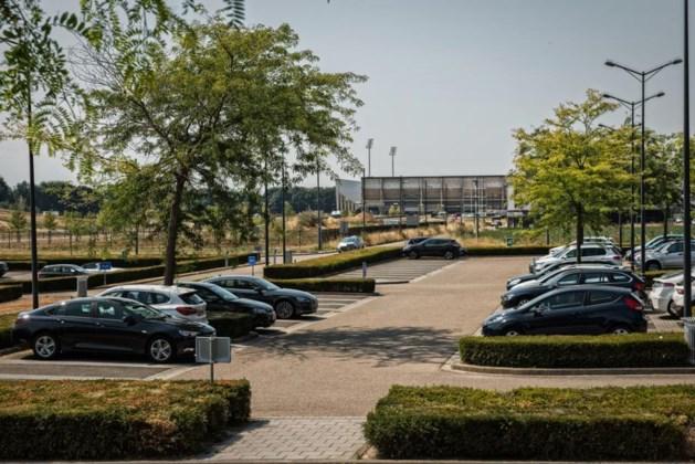 Fortuna trekt fors meer fans, maar waar moeten ze parkeren?