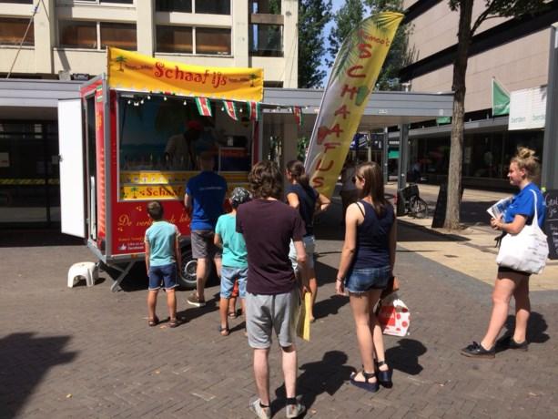 Romeo schaaft gratis ijs voor dapper winkelpubliek Heerlen