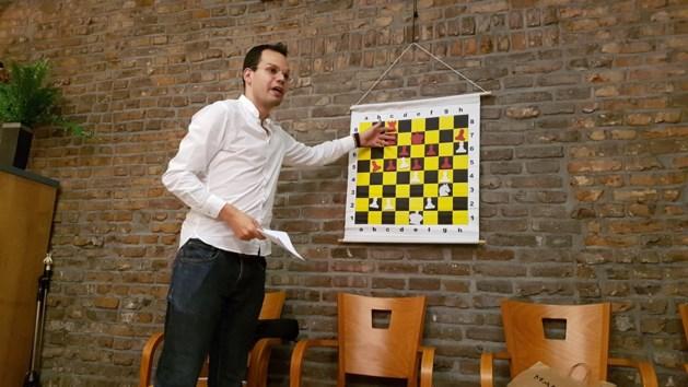 MagnusMosa brengt schaakliefhebbers de kneepjes bij in Geusselthal
