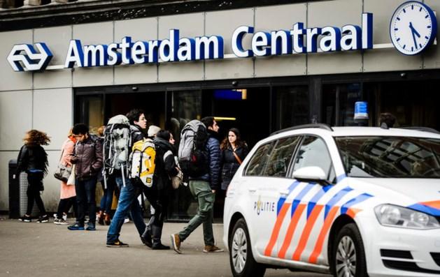 Amsterdam CS ontruimd na schoten en steekpartij