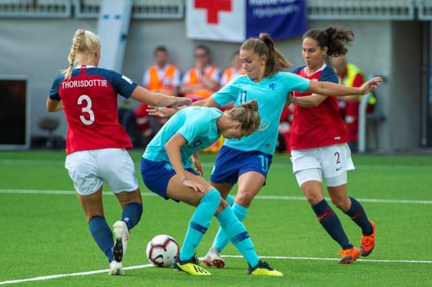 Oranje Leeuwinnen verliezen en lopen directe plaatsing voor WK mis
