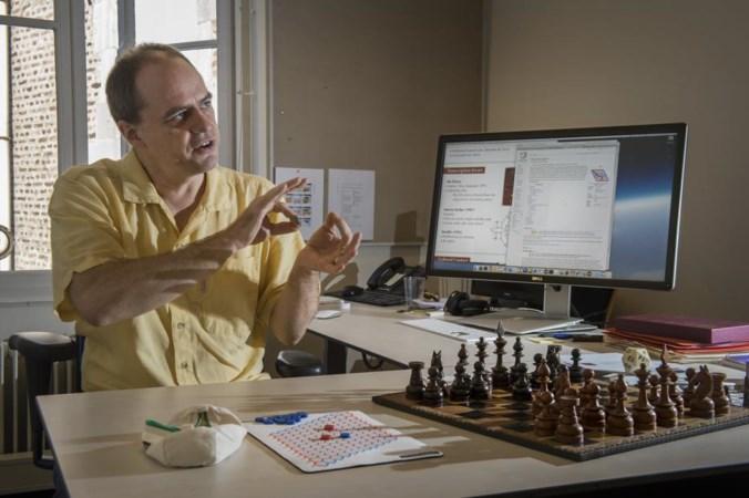 Onderzoeker Cameron Browne speelt de hele dag