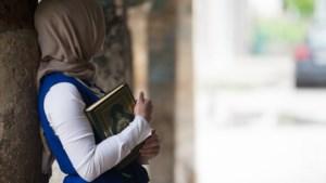 België beboet na weigeren vrouw met hoofddoek