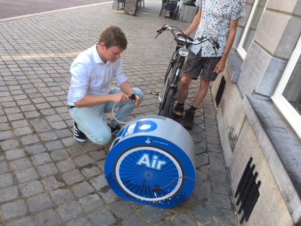 Fietsers Roermond kunnen vanaf nu banden oppompen in de stad