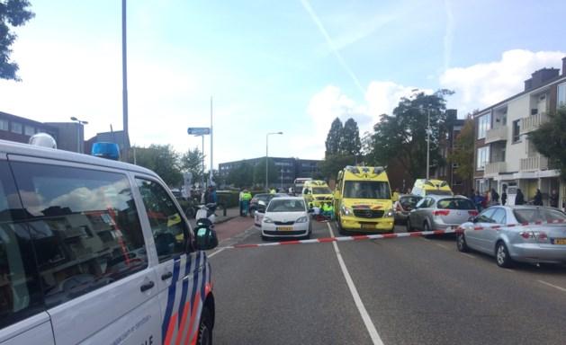 Fietser komt onder auto in Roermond