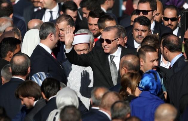 Erdogan rondt bezoek af met opening moskee