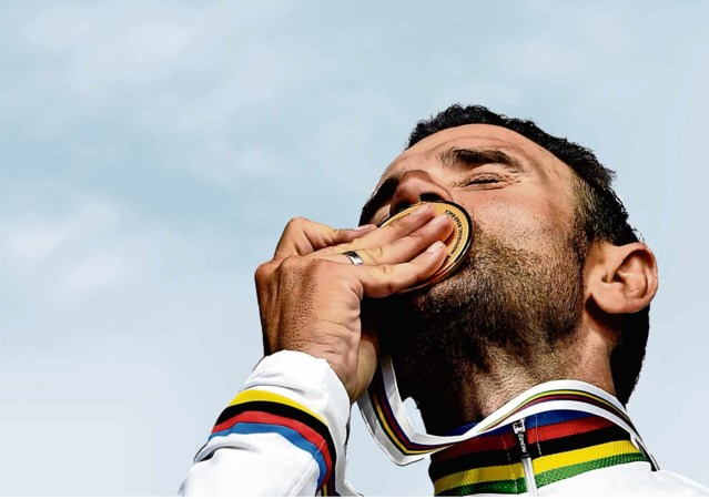 Zwijgen Valverde is een smet op zijn regenboogtrui
