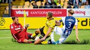 Eredivisie verder met achttien clubs, kunstgras mag