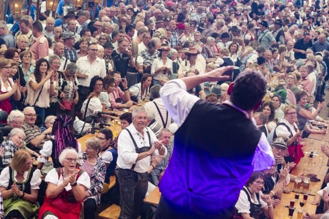 Senioren zetten tent op de kop tijdens Rimpelpop