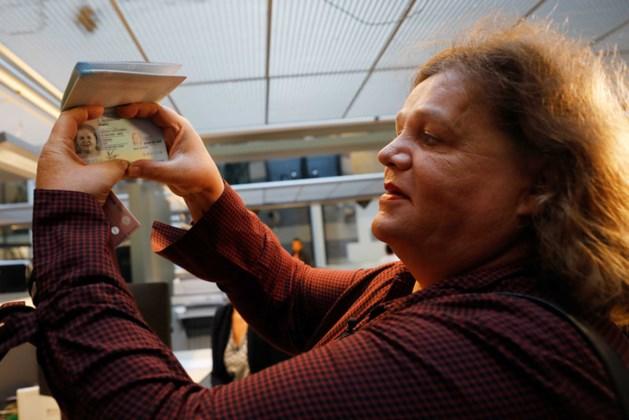 Leonne Zeegers blij met eerste een genderneutraal paspoort