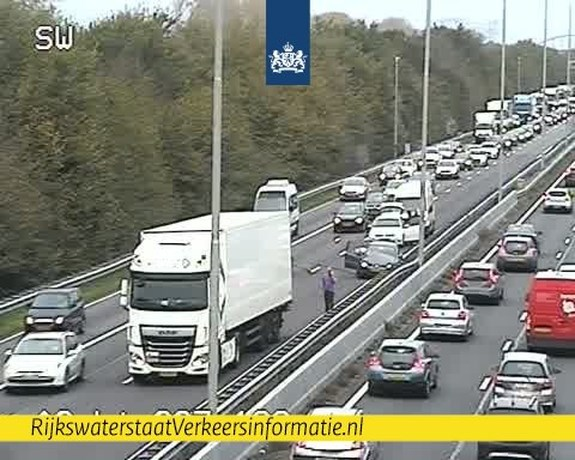 Verkeer loopt vast op A2 en A73 na ongeluk met meerdere auto's