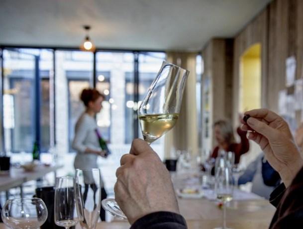 Geen 'café' op wijngoed van Holset