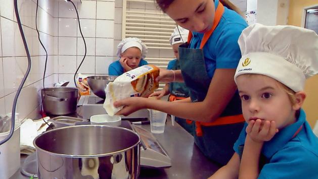 Kids leren koken en groente herkennen