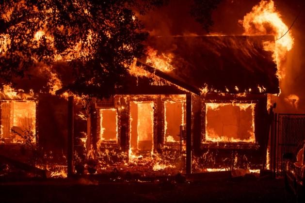 Californiërs slaan op de vlucht voor bosbrand