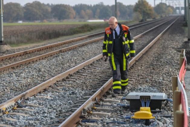Trein raakt ijzeren voorwerpen op rails bij Weert