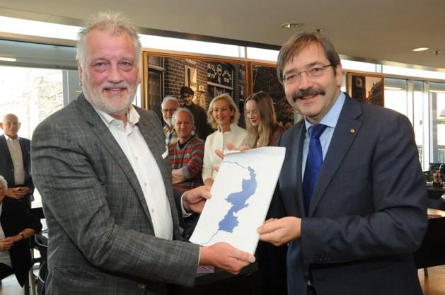 Vertrekkend directeur Limburgs Museum in Venlo krijgt provinciale onderscheiding