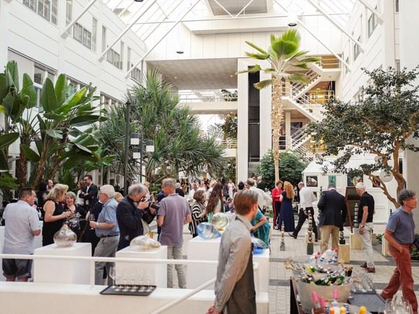 Met korting naar Luxury Gifts in Atrium Urmond