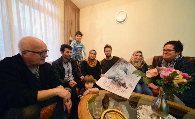 Asielgezin half jaar gefilmd: 'Hier zijn jullie welkom, dat weet je'