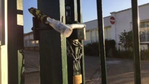 Actiegroep sluit poort van moskee in Geleen af met fietsslot