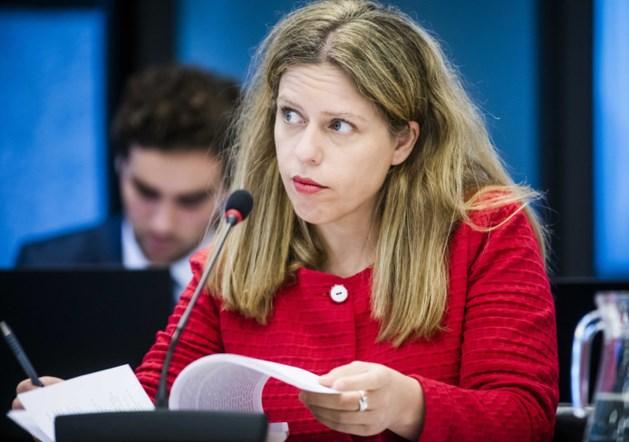 Minister Schouten dreigt met boetes voor mestovertreders