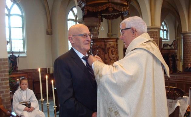 Kerkelijk zangkoor Grathem eert jubilaris