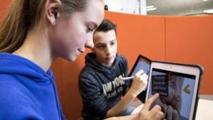 Leerlingen uit Horn geven in Londen uitleg over iPad-lessen