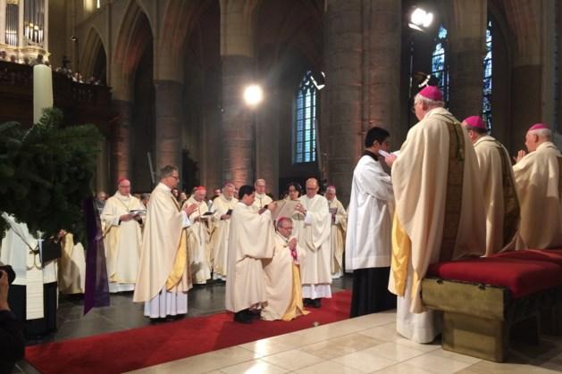 Mgr. Harrie Smeets gewijd tot bisschop van Roermond in Sint-Christoffelkathedraal
