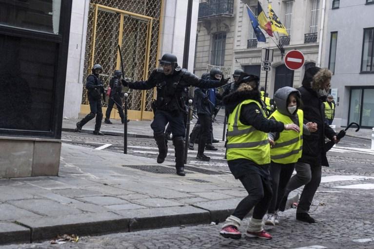 Geweld en plunderingen bij acties 'gele hesjes' Parijs