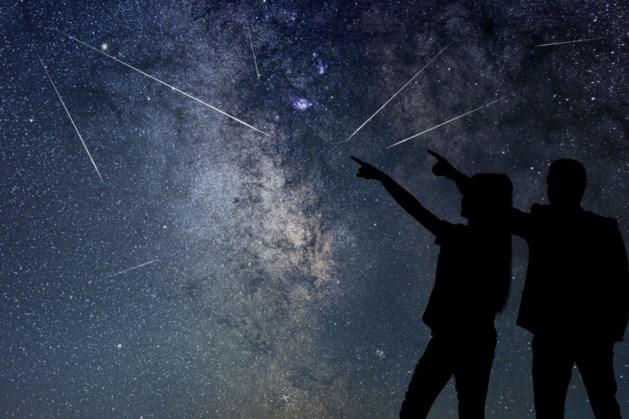 Vallende sterren en komeet te zien