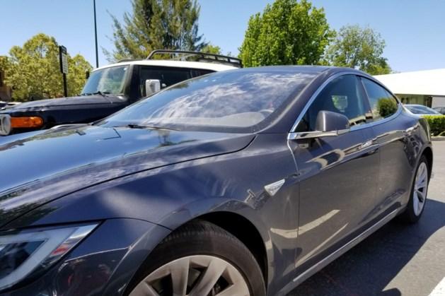 Tesla's het meest beboet, Daihatsu het minst