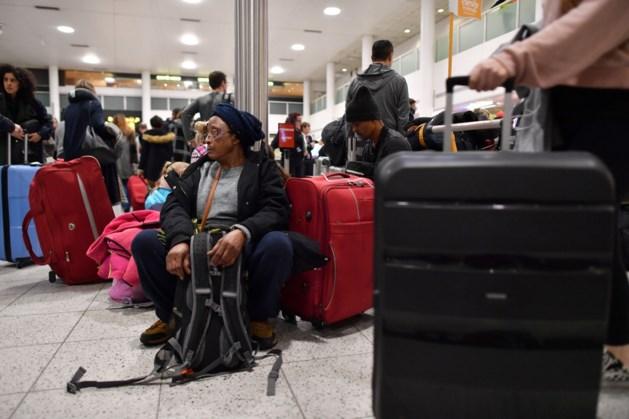 Politie arresteert man en vrouw vanwege drones bij vliegveld