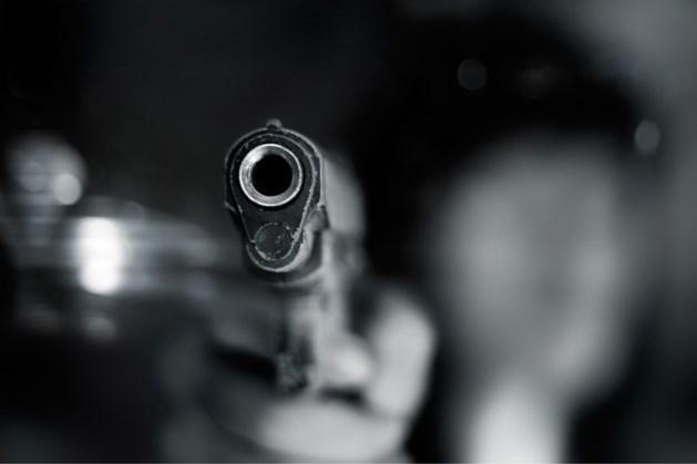 Persoon krijgt vuurwapen tegen hoofd op parkeerplaats bij voormalig discotheek in Helden