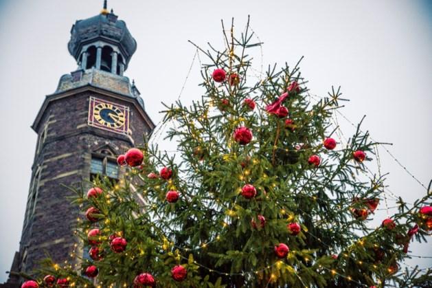 Wensboom voor Kidzbase tot 4 januari op plein voor stadhuis Venlo
