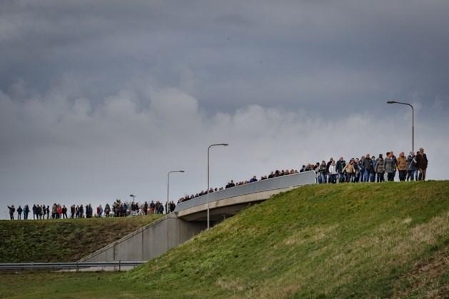 Ruim tweehonderd deelnemers aan herdenkingstocht Roermond-Lüzenkamp