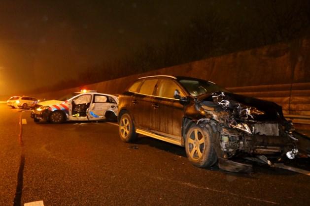 Twee agenten ernstig gewond na ongeval op A2: bestuurster was onder invloed
