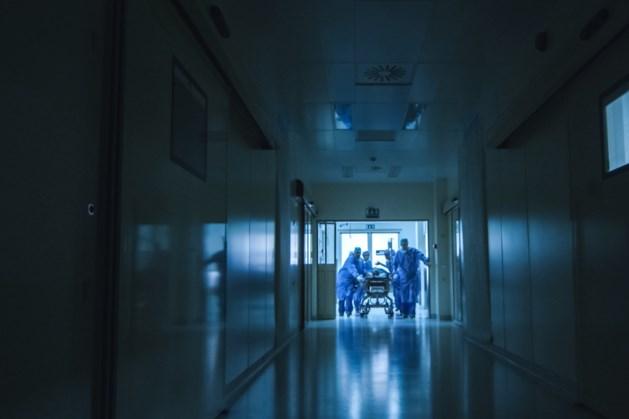 Jaarwisseling: agressieve patiënt slaat hulpverlener
