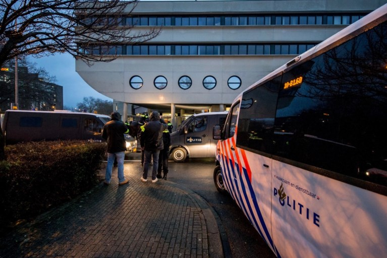 Gemoederen lopen op na wedstrijd MVV: politie sluit fans op in supportershome