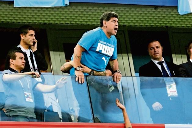 Maradona geopereerd aan maagbloeding