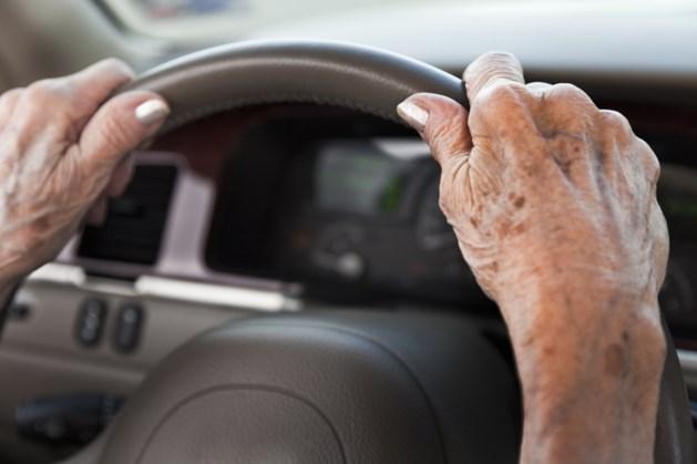 80-jarige rijdt al 60 jaar zonder rijbewijs