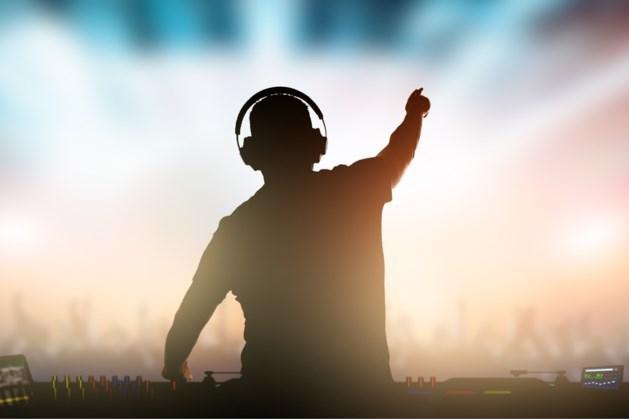 DJ Paul Elstak op 90's allround party in Beek