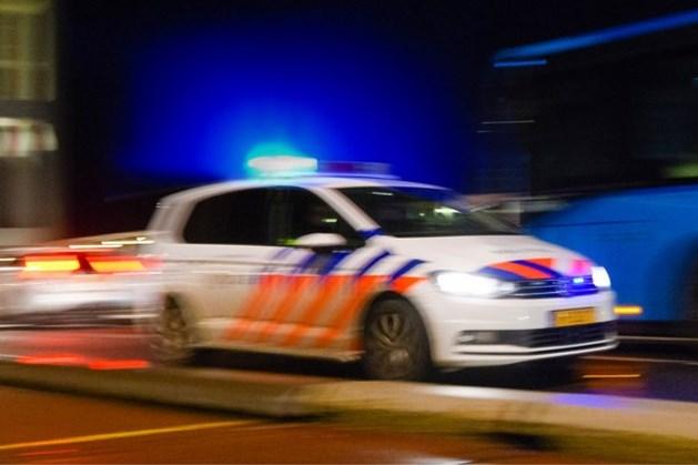 Twee politiewagens geramd bij achtervolging op A73