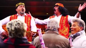 Video: De carnavalsschlager over schoonmoeder van Venrayse kebabman
